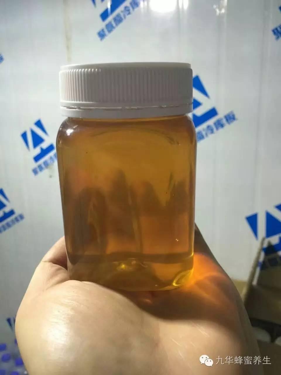 蜂蜜甘油可以擦脸吗 喉咙痛喝蜂蜜水 纯蜂蜜冬天会凝固吗 金德福蜂蜜盐金枣是什么 蜂蜜面膜的作用与功效
