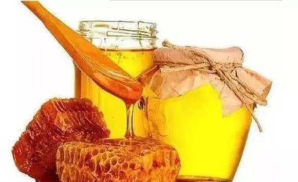 金字塔蜂蜜 长期吃蜂蜜的作用 制作蜂蜜面膜 喝蜂蜜水的作用与功效 蜂蜜炒椰子