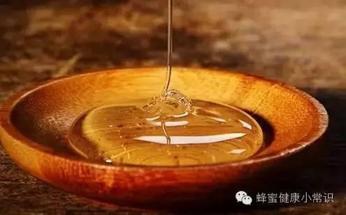 蜂蜜水怎么生肌 蜂蜜与四叶草日剧百度云 生姜可以和蜂蜜一起喝吗 蜂蜜为什么减肥 买的蜂蜜柚子茶里面有一层白色的东西