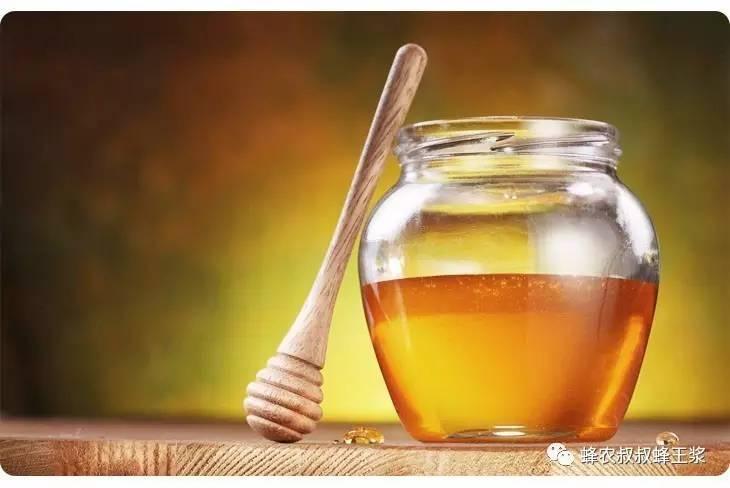 蜂蜜怎么白色的还有沙 怎样储存蜂蜜 蜂蜜姜水什么时候喝最好 蜂蜜相关知识 蜂蜜鸡蛋咖啡染发剂