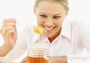假蜂蜜是怎么做的 澳洲黑蜂蜜 敌害 牛奶和蜂蜜可以一起喝吗 哪能买到纯蜂蜜