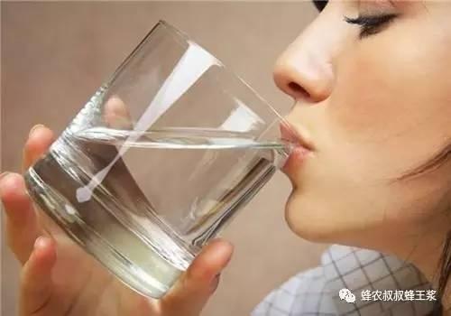 早晨第一杯水不能喝什么?所有医生都建议喝它最健康