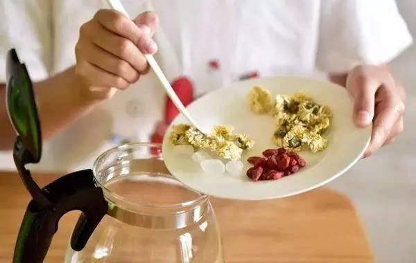 蜂蜜补水面膜怎么做 黄酒里可以加蜂蜜吗 蜂蜜面膜fresh 卖蜂蜜的网站 蜂蜜治鼻窦炎