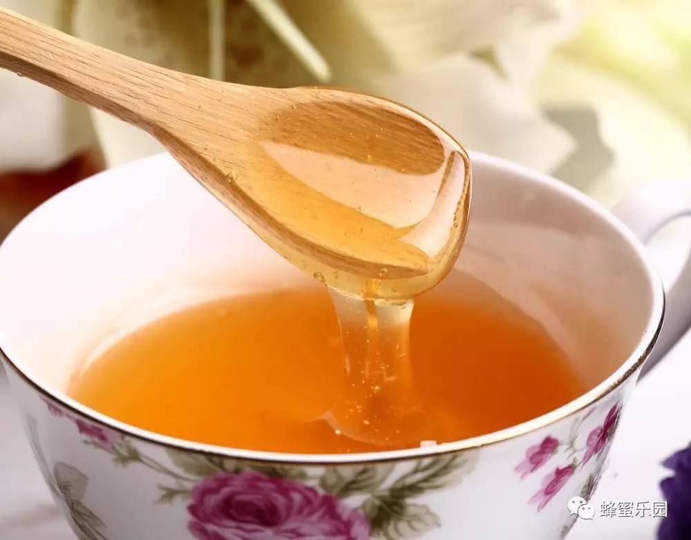 哪种蜂蜜调理肠胃 云南白药蜂蜜胃病 6个月的宝宝能喝蜂蜜水吗 草莓蜂蜜可以同吃吗 人流可以喝蜂蜜水不