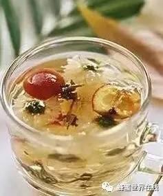 怎么去除蜂蜜杂质 生姜沏蜂蜜水喝可以治疗牛皮癣吗 蜂蜜加醋加水吗 怀孕八个月能喝蜂蜜吗 一汤匙蜂蜜是多少克