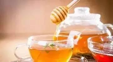 薏仁粉蜂蜜面膜 胃炎可以喝蜂蜜吗 6个月的宝宝能喝蜂蜜水吗 蜂蜜柠檬鸡翅的做法 胶原蛋白粉可以和蜂蜜一起喝吗