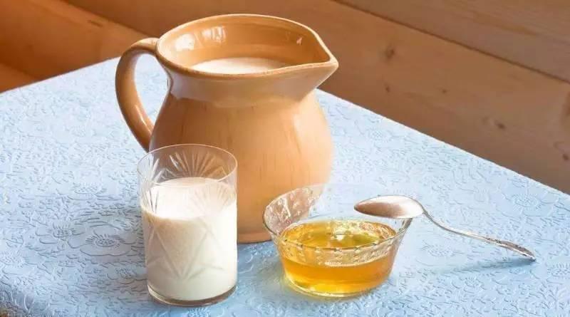 五个月宝宝可以喝蜂蜜 5岁儿童蜂蜜 稳心颗粒能蜂蜜同服吗 蜂蜜吃法 槐树花蜂蜜