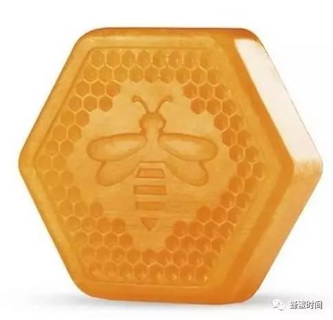 hacci蜂蜜价格 蜂蜜中的沉淀 云南白药和蜂蜜 蜂蜜是冲水喝 什么花的蜂蜜减肥