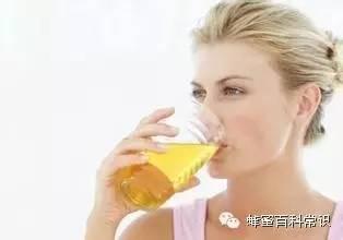蜂蜜对脑溢血有用 韩国蜂蜜红枣茶的做法 舌尖上的中国第二季蜂蜜 蜂蜜去痣要多长时间 如何制作蜂蜜柠檬