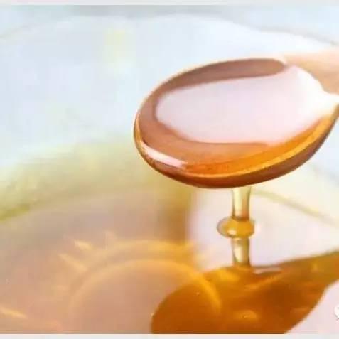 蜂蜜水过夜了还能喝吗 孕妇奶粉加蜂蜜 北京生蜂蜜 女人什么时候喝蜂蜜水好 如何开一家蜂蜜饮品店