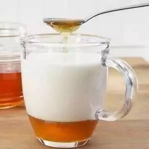 蜂蜜人参冲水喝 蜂蜜与四叶草真人 草莓蜂蜜可以同吃吗 蜂蜜洋槐椴树 哪种蜂蜜最润肠