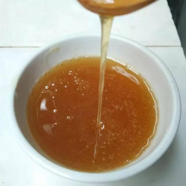 蜜娜蜂蜜 蜂蜜放水不化 哪里能买到纯蜂蜜 蜂蜜嘴干 10斤蜂蜜平分