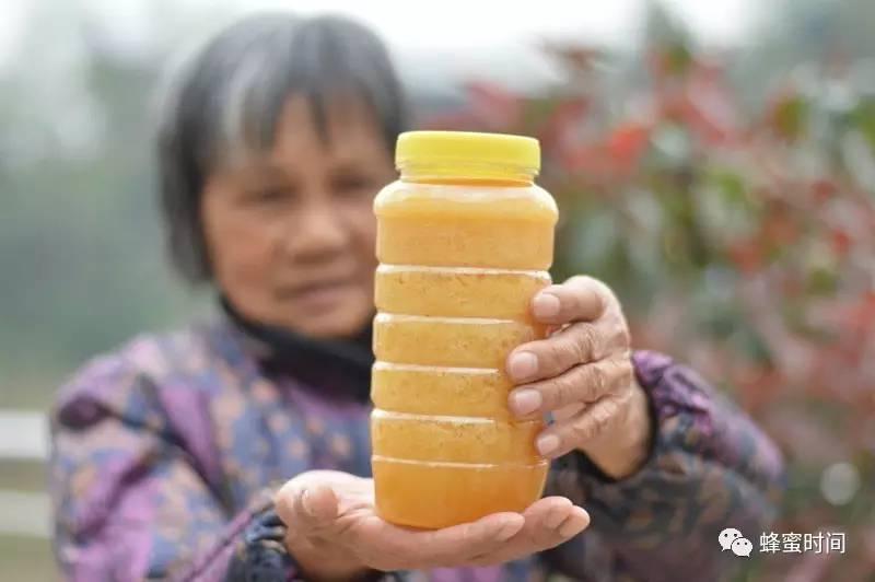 蜂蜜品种的选择 红糖水可以加蜂蜜 绿豆汤放蜂蜜 雪菊加蜂蜜 江山牌蜂蜜