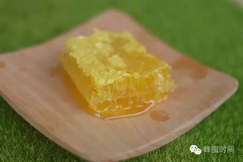 蜂蜜像猪油一样好吗 能不能空腹喝蜂蜜水 蜂蜜能做面膜吗 一岁宝宝能吃蜂蜜 丽江假蜂蜜