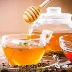 便秘蜂蜜 农大蜂蜜好不好 鲫鱼和蜂蜜能一起吃吗 日企用中国蜂蜜冒充日本货 蜂蜜泡花生功效和作用