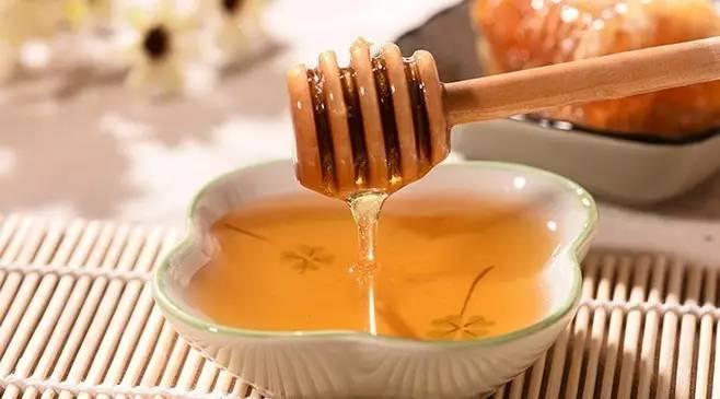 成熟蜂蜜结晶后 蜂蜜水减肥法正确步骤 什么蜂蜜较好 柠檬浸蜂蜜 各种蜂蜜的味道