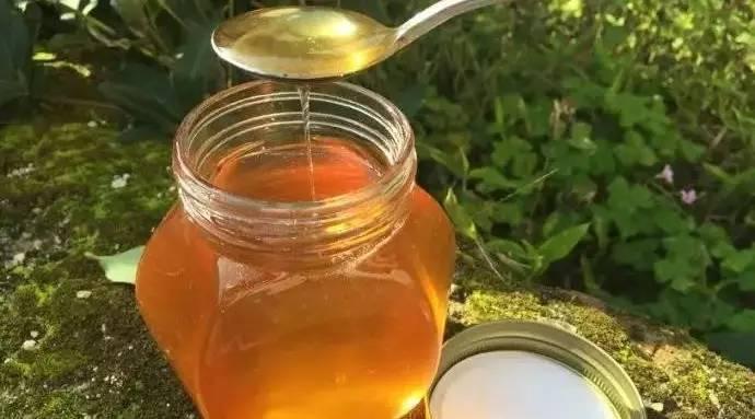 罗卜加蜂蜜 蜂蜜香精什么牌子好 睡前喝蜂蜜柠檬水 蜂蜜怎么吃最好 和蜂蜜下火吗