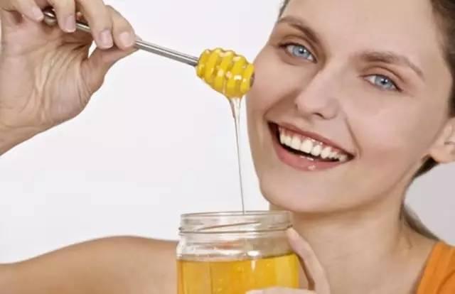冰糖蜂蜜蒸梨 新生儿吃蜂蜜 割蜂蜜 地上有一滩蜂蜜 宝宝可不可以喝蜂蜜水