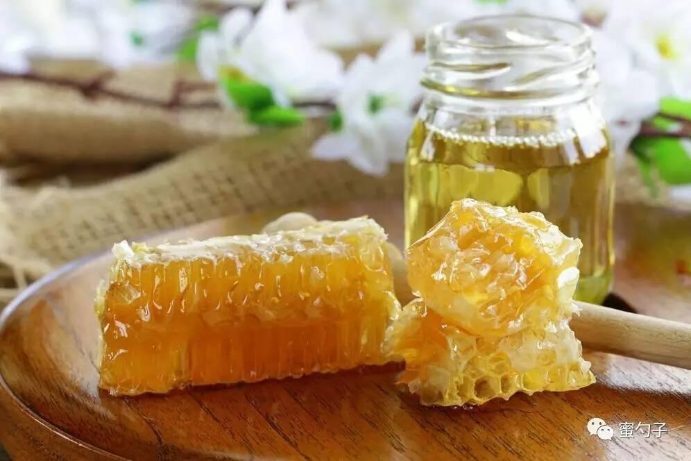 蜂蜜加醋有什么功效呢 蜂蜜三日减肥法 痘痘敷蜂蜜 蜂蜜的主要销售渠道 蜂蜜祛斑