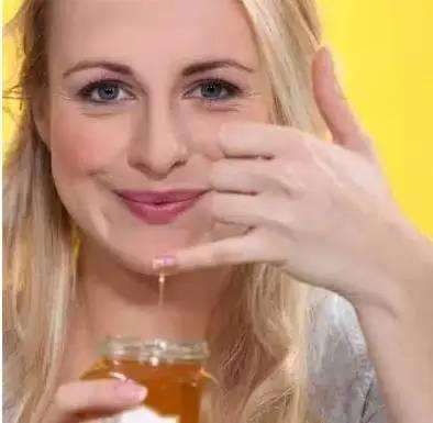 喝蜂蜜不能吃什么 羊脂蜂蜜 詹氏菊花蜂蜜 蜂蜜箱子 肺气肿能喝蜂蜜吗