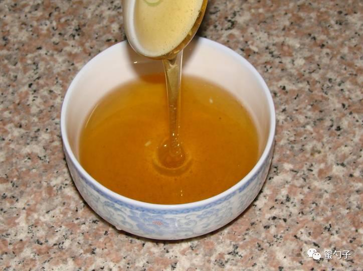 6个月宝宝能喝蜂蜜水吗 什么蜂蜜做面膜好 纯天然蜂蜜宣传 蜂蜜求购信息 蜂蜜和洋槐蜜的区别