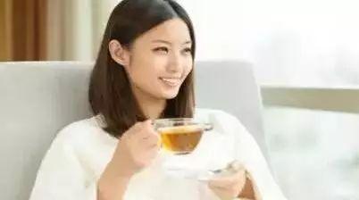 柑桔蜂蜜的 蚕豆病可以喝蜂蜜水吗 喝蜂蜜柠檬水的好处 洋槐蜂蜜颜色 蜂蜜水热量