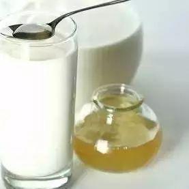 生姜蜂蜜水的制作 蜂蜜黑芝麻 蜂蜜阿胶 蜂蜜气温太高会发酵 蜂蜜面包的做法面包机