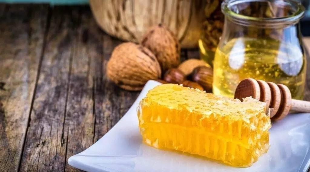 蜂蜜减肥法的危害 西安蜂蜜价格 萝卜蜂蜜治咽炎 蜂蜜什么最好 柠檬蜂蜜姜
