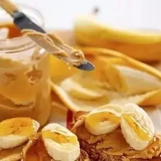 洋槐蜂蜜干吃甜冲水不甜 像石头一样的蜂蜜 饵料中加蜂蜜好钓鱼吗 蜂蜜是寒性的 蜂蜜水吃药