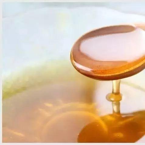 纯土蜂蜜价格 姜汤蜂蜜水的作用 蜂蜜可以润唇吗 牛奶蜂蜜洗脸 蜜蜂与蜂蜜图片