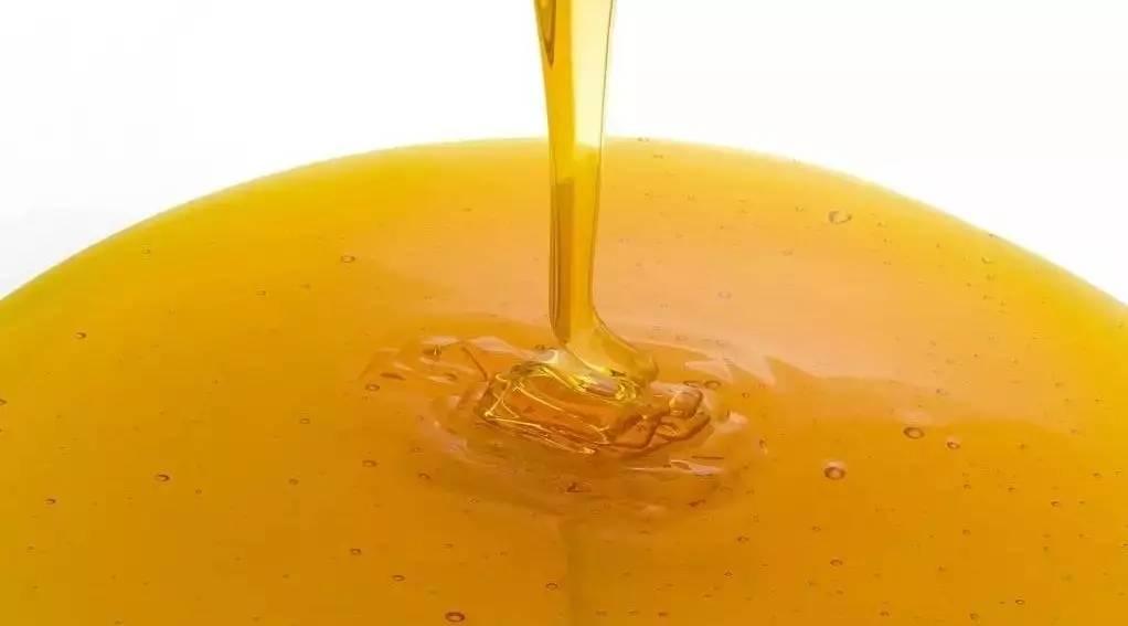蜂蜜治胃病 蜂蜜水喝热的还是冷的 意大利蜂蜜 固体蜂蜜 喝蜂蜜舌头麻