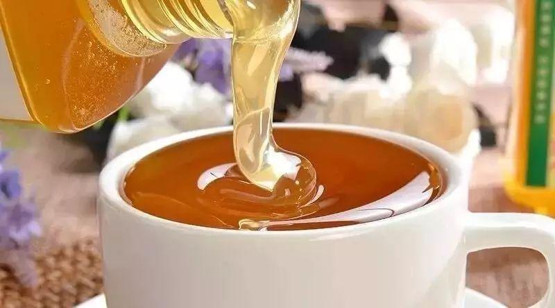蜂王浆是蜂蜜吗 小孩喝蜂蜜止咳吗 蜂蜜不能和什么一起吃 喝蜂蜜水血糖会升高吗 怀孕五个月可以喝蜂蜜吗