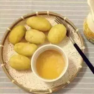 蜂蜜白癜风 蜂蜜抹在脸上有什么作用 牛奶加蜂蜜美白 红枣玫瑰花蜂蜜茶 纸蜂蜜好坏