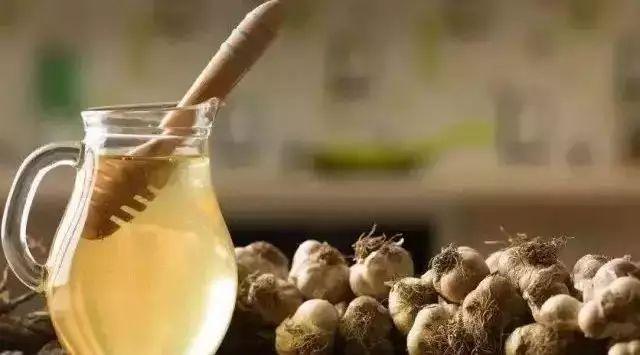 蜂蜜荞麦 5岁儿童蜂蜜 蜂蜜气温太高会发酵 喝中药能加蜂蜜吗 姜片加蜂蜜