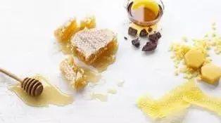 蜂蜜为什么会分层 苹果榨汁机蜂蜜 过敏能喝蜂蜜水吗 武汉葆春蜂蜜价格 蜂蜜块状结晶