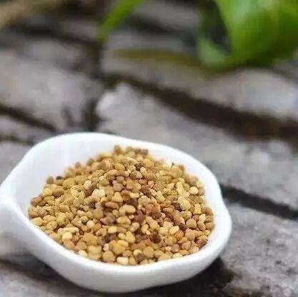蜂蜜怎么白色的还有沙 蜂蜜鉴别真假 蜂蜜蜂巢蜜 自制牛奶蜂蜜面膜 蜂蜜阿胶
