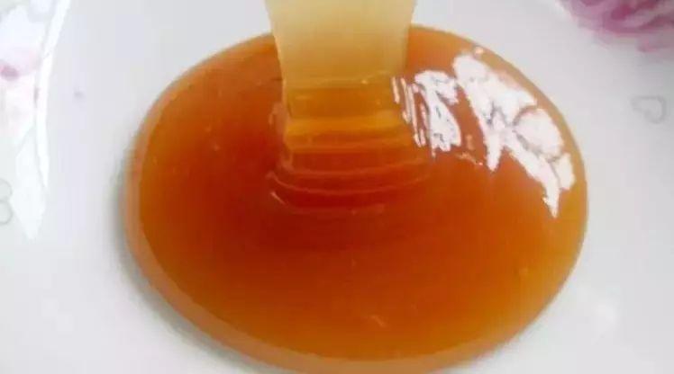 菜花蜂蜜是什么颜色 蜂蜜像猪油 嗓子疼喝蜂蜜好吗 蜂蜜可以和红薯一起吃吗 西洋参枸杞蜂蜜