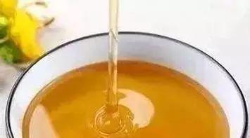 蜂蜜加醋改善睡眠 枇杷蜂蜜价格 蜂蜜哮喘偏方 蜂蜜不能用玻璃瓶装 岩蜂蜜的吃法