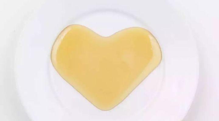 蜂蜜源码 如何验证蜂蜜真假 蜂蜜柠檬水的功效 过敏 蛇胆蜂蜜