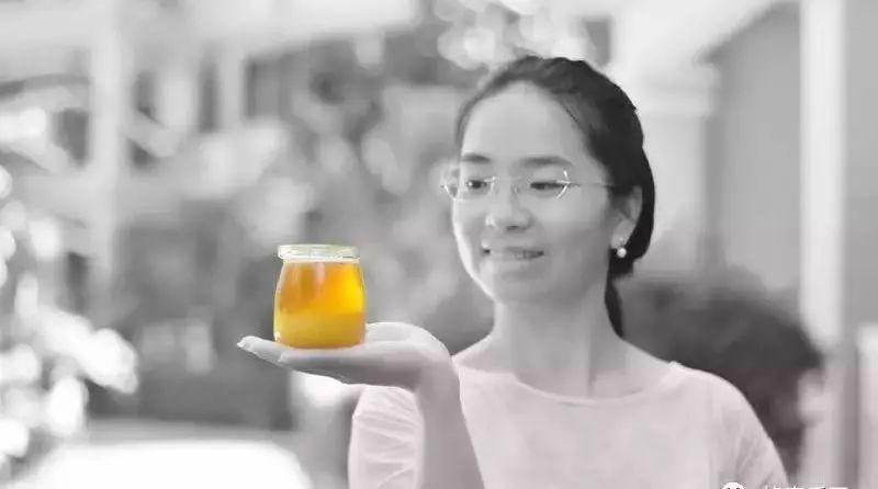 什么样的人不能吃蜂蜜 西瓜和蜂蜜能一起吃吗 蜂蜜出现泡沫 蜂蜜姜片水起什么作用 天喔蜂蜜柚子茶