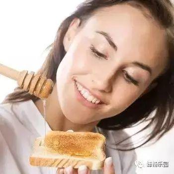 痛风喝蜂蜜水 饭后多久喝蜂蜜水好 怎么辨别蜂蜜纯不纯 土蜂蜜功效与作用 蜂蜜芹菜汁