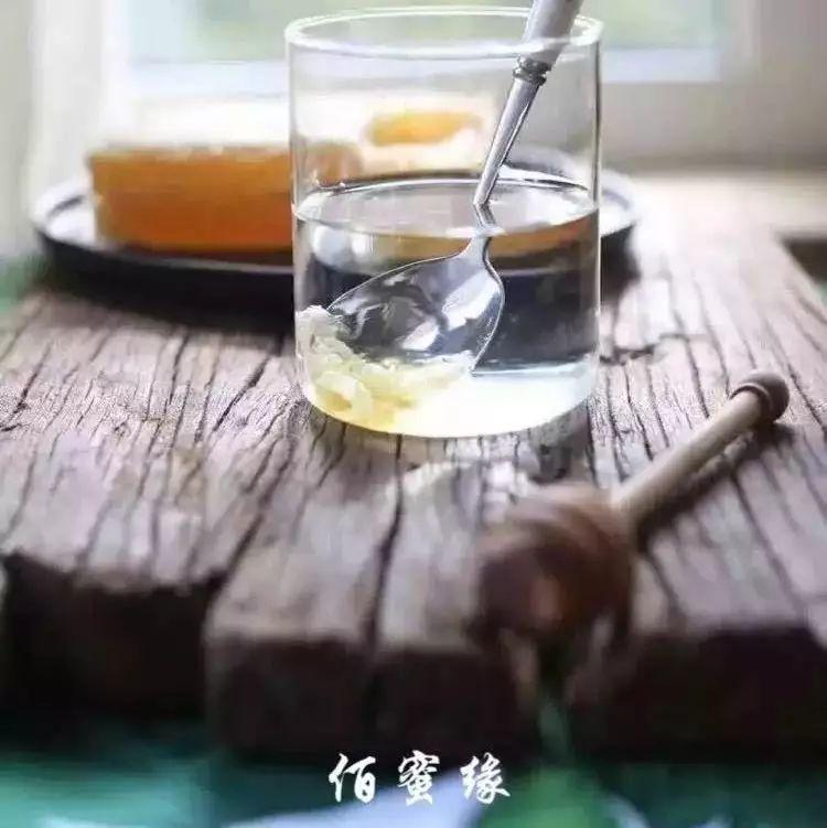 蜂蜜柚子茶的作用与功效与作用 抹了蜂蜜呀11 中药可以放蜂蜜 蜂蜜水洗脸好吗 蜂蜜是发物吗