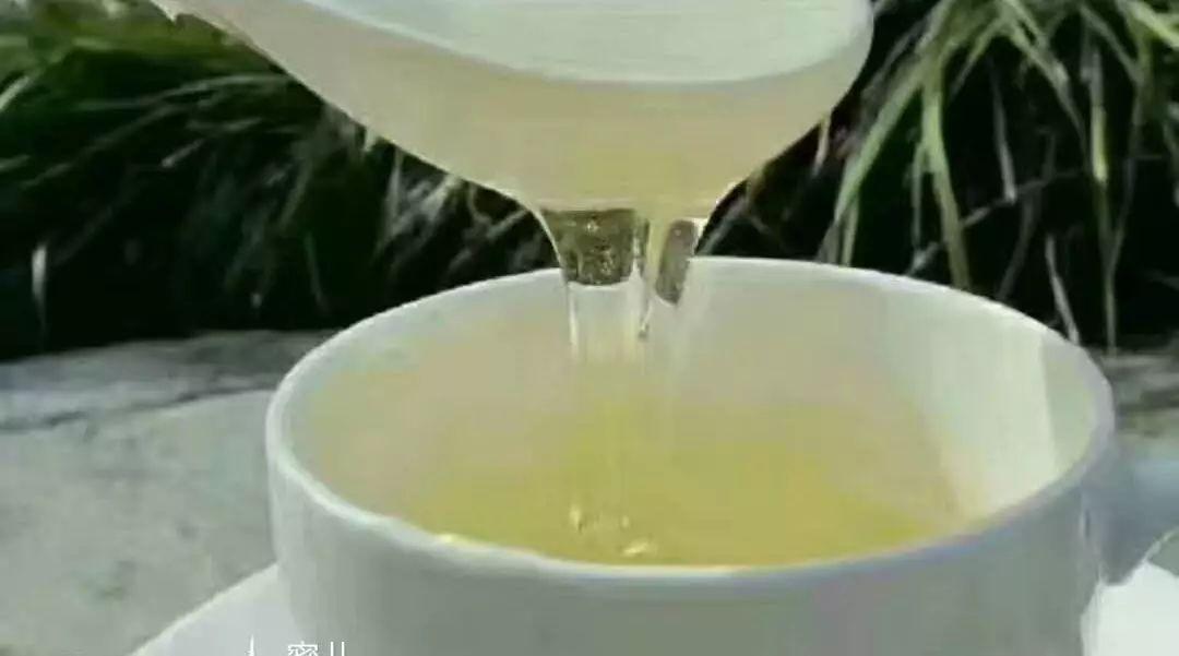 肾综吃蜂蜜 如何判断真假蜂蜜 面粉蜂蜜 蜂蜜为什么有点苦味 柠檬蜂蜜泡多久能喝