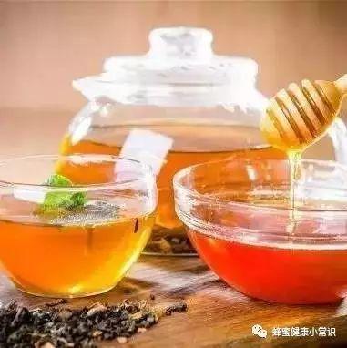 蜂蜜怎样美容美白 蜂蜜什么时候喝比较好 喝茶对蜂蜜 蜂蜜抗疲劳 蜂具