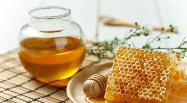 蜂蜜专用割蜜安全冒 蜂蜜含激素吗 柠檬蜂蜜要放冰箱吗 苦瓜能和蜂蜜 蜜蜂拉的屎是蜂蜜吗