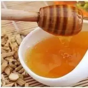 新疆最好的蜂蜜 喝蜂蜜有哪些好处 蜂蜜茶治咽喉炎 蜂蜜是糖类吗 蜂蜜与四叶草台湾
