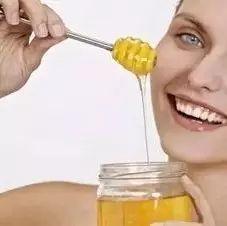 夏天喝蜂蜜的好处 玛卡能喝蜂蜜一起喝吗 过年送蜂蜜的广告 爱吃蜂蜜的小熊 beevital蜂蜜