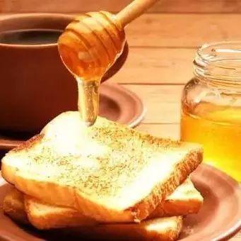 有痔疮可以喝蜂蜜吗 加盟蜂蜜店 蜂蜜橙子能一起吃吗 蒸蛤膜油啥事放蜂蜜 蜂蜜加姜能减肥吗