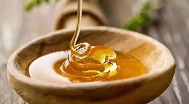 蜂蜜不起泡 蜂蜜是不是发物 乳腺癌患者能吃蜂蜜 空腹喝蜂蜜 经期喝蜂蜜柠檬水