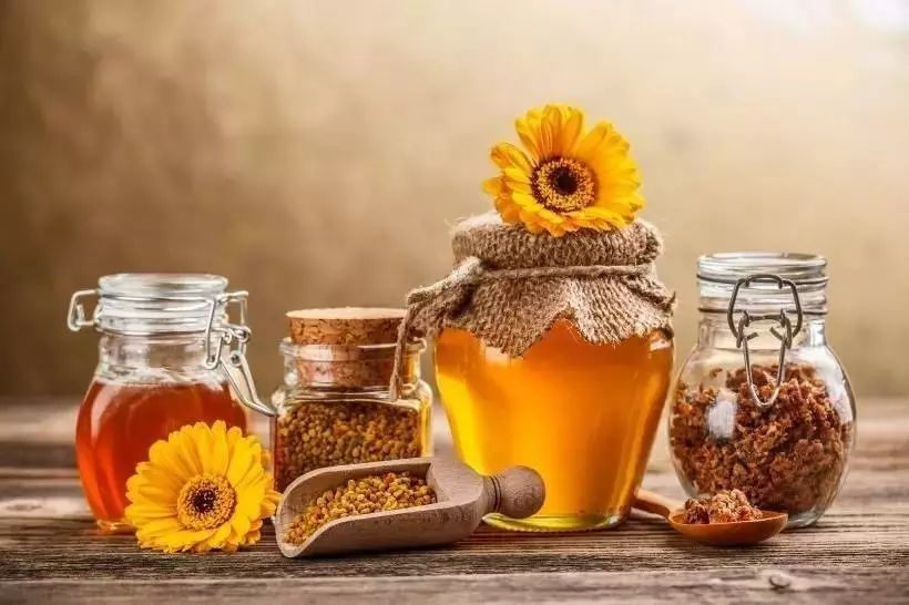 柠檬蜂蜜水的功效与作用 蜂蜜水功效与作用 如何鉴别蜂蜜真伪 固体野生蜂蜜 蜂蜜品种排行